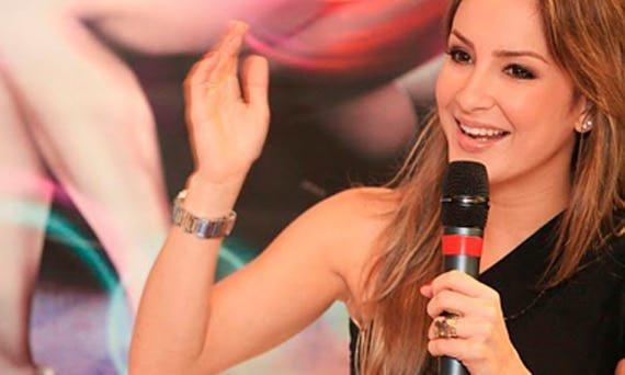 Claudia Leitte conversa com os fãs em seu Site e Blog