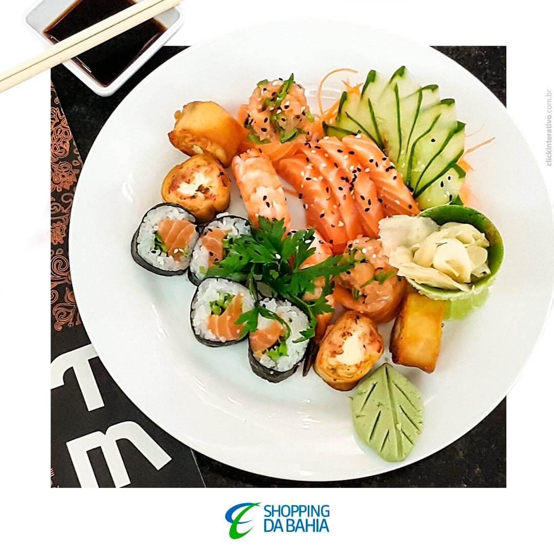 Um japinha é clássico, não é? E o TMK Club (2º piso) sabe fazer esse clássico muito bem! ?? Se estiver passando pelo SDB hoje, aproveita para conhecer, pedir uma das opções do cardápio e se deliciar! <3   #ShoppingDaBahia #SDB #TMKClub #ComidaJaponesa #Japonês #Salvador #Bahia   www.shoppingdabahia.com.br